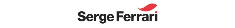 Der Markführer in Sachen von Compositmaterialien – Serge Ferrari – setzt auf ein klassisches Design mit zwei roten Elementen.