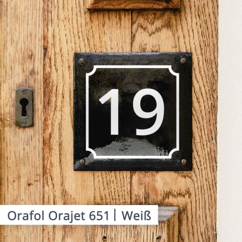Verwendete Schrift: Open Sans   Auch im Privatbereich sind Klebeschriften anhand von unzähligen Beispielen zu nennen. Darunter sind Hausnummern oder Briefkasten-Beschriftungen, sowie Straßennamen und Leitsysteme ode gar Fahrzeug und Eigentums-Kennzeichnung.