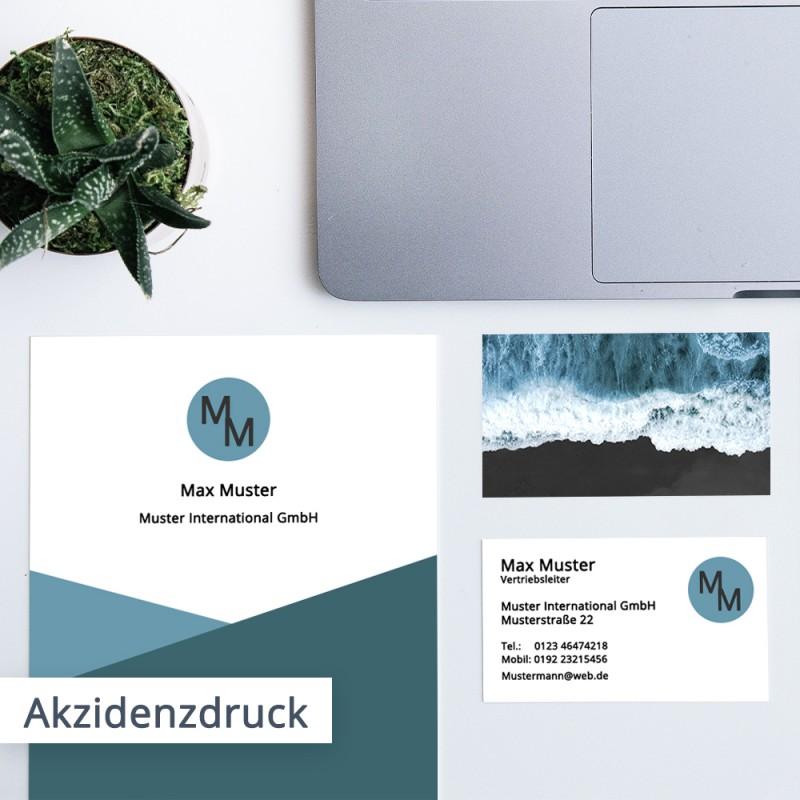 Zum Akzidenzdruck gehören Werbebeilagen, Visitenkarten, Flyer und Broschüren.