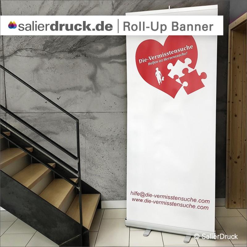 """Das fertige Roll Up Banner für die Aktion '""""Vermisstensuche""""."""