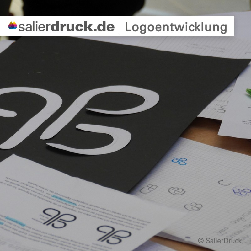 Das visuelle Probieren hilft bei der Logoentwicklung ungemein.