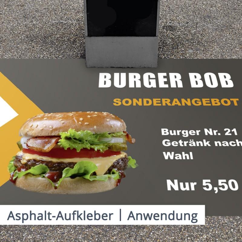 Ein Asphaltaufkleber, der mit dem besten Angebot des Burgerladens bedruckt ist, macht Passanten neugierig und lockt Kunden in den Imbiss.