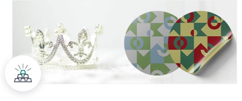 Sticker aus goldener und silberner Folie sind besonders auffällig und edel bei der Dekoration.