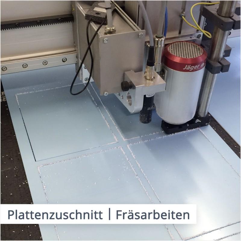 Wir schneiden Platten individuell und millimetergenau auf einer CNC-Fräse zu.